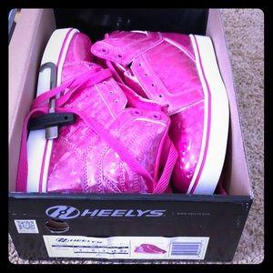 NWT Heelys in holograph pink! Girl sz 4/women sz 5